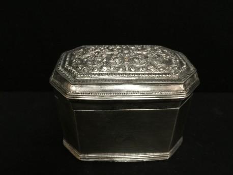 Plain octagonal limebox no. 10